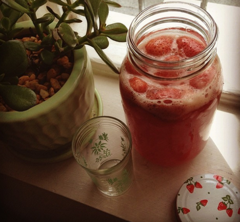 Good Food Friday: Sarah Wilson's Strawberry and Vanilla Kombucha